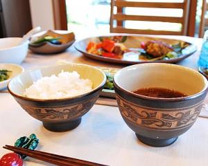 地元の沖縄料理でおもてなし